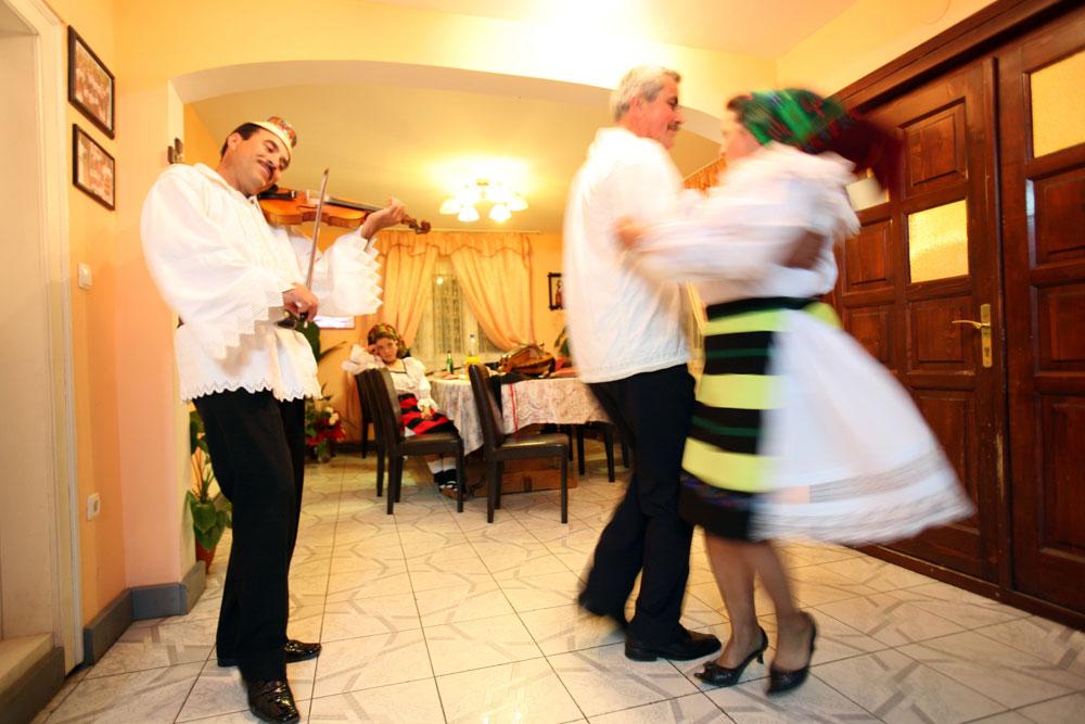 Degustă Maramureșul! Seară cu ceterași + lecția cu dansul iubirii +...
