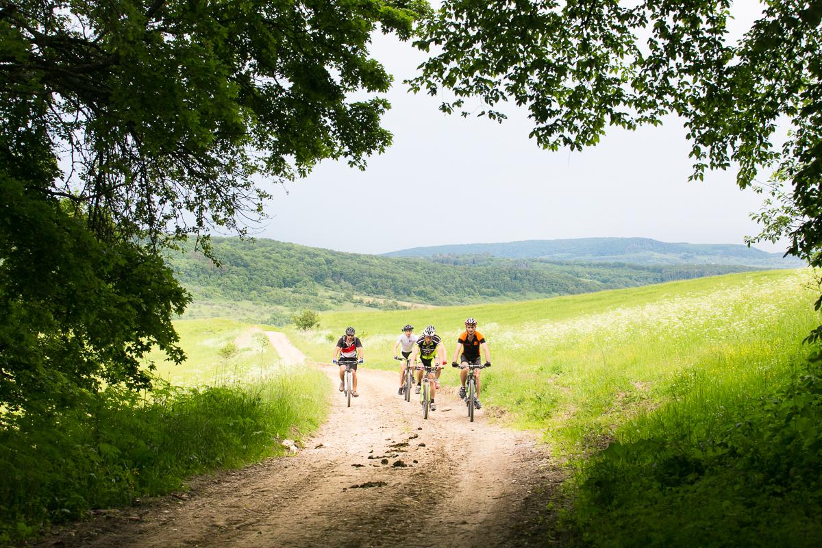 Prânz săsesc acasă la bunica, tură cu bicicleta în natură, lecție de...