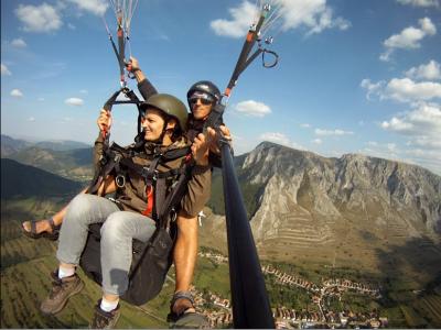 Zbor cu parapanta în tandem pe deasupra munților Trascău - Te invită Clujul!
