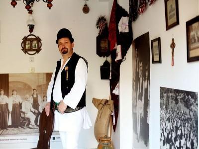 """""""Călătorie în sufletul unui sat """"- Sibiel și Gura Râului, Sibiu: plimbare cu trăsura / sania, degustări de bucate la localnici, vizită la fierarul satului, variantele 2-6 nopți cu 2 mese pe zi."""