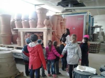 """Bucurii pentru copii și părinți - Vizită la """"Teracote"""" - Sighișoara, unica fabrică de ceramică de grădină din țară, cu atelier de ceramică și degustare de plăcinte săsești. Variantele cu sau fără cazare."""