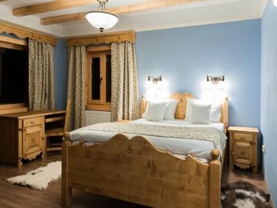 Evadare în Munții Apuseni pentru recapitulare în amor: degustare de plăcinte de casă + cină romantică + o sticlă de vin în cameră, în cabană premium! Variantele cu 2-4 nopți și 2 mese pe zi. Te invită Clujul!