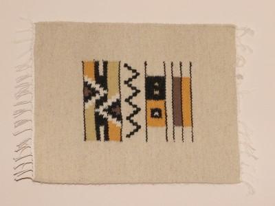 """Carpetă cu motive tradiționale, liniuțe, din zona etnografică a Neamțului. Manufactură Premium, """"Vine Moldova la tine!"""""""