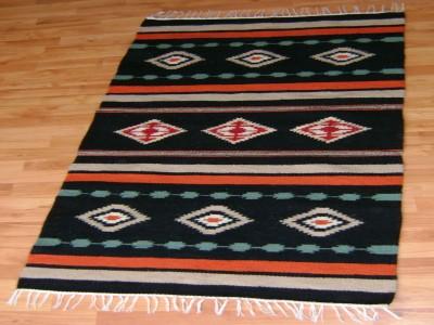 """Carpetă cu motive tradiționale, Humor, din zona etnografică a Neamțului. Manufactură Premium, """"Vine Moldova la tine!"""""""