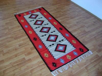"""Carpetă cu motive tradiționale, """"Roata Vieții"""", din zona etnografică a Neamțului. Manufactură Premium, """"Vine Moldova la tine!"""""""