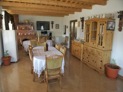 Evadare gourmet în Maramureș: cazare în casă de patrimoniu veche de 100 de ani, 2 ospețe pe zi din bucate tradiționale + plimbare cu căruța trasă de cai + seară de muzică și dănțuială cu ceterași inepuizabili!