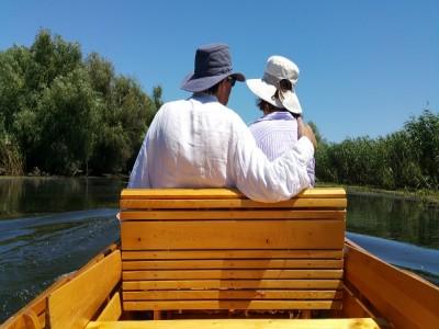 Degustă Delta Dunării! Cazare în gospodărie de pe traseul culinar din Mila 23, plimbări cu barca și ture de vâslit,  lecție de gastronomie si de pescuit, excursie la Letea si plimbare cu căruța. Variantele de 3-6 nopți, cu 3 ospețe deltaice pe zi!
