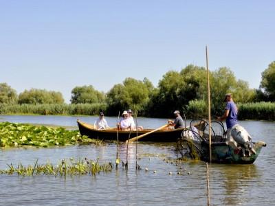 Degustă Delta Dunării! Traseu culinar cu degustări la localnici din Mila 23, plimbări cu lotca, ture de vâslit, lecție de pescuit pe canale, lecție de gastronomie.  Variantele de 4 sau 5 zile, cu 3 ospețe deltaice pe zi!