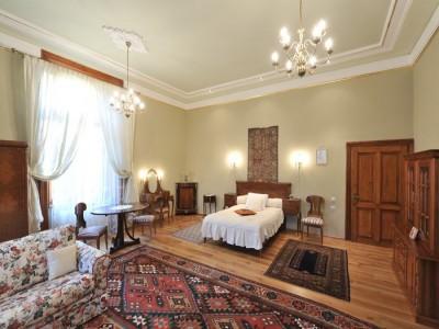 Escapadă de lux la conac de secol 19, gastronomie locală fină + degustare de vinuri și un masaj de relaxare. Te invită Iașiul!