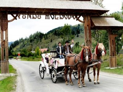 """Degustă Bucovina Premium! - Întâlniri cu personajele locului, lecții de călărie, de gastronomie, de dans, vizite cu degustări """"Acasă la Produse de Legendă"""".  3 sau 4 nopți cazare 4*, cu demipensiune."""