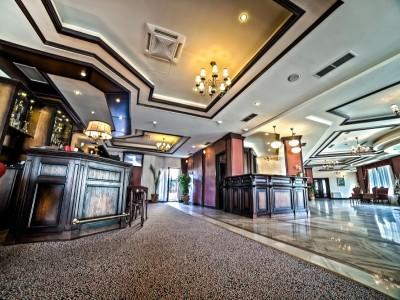 Revelion de lux la Hotel Hilton 4* Sighișoara, leneveală la piscină și SPA, 3 nopți cu cină festivă + vizită la fabrica de ceramică + Brunch tradițional cu muzică populară + Cină cu spectacol medieval și turul Cetății ghidat de un toboșar poet