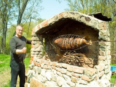 """Descoperă paradisul ascuns de la Dunăre, cu degustare de vinuri si ospețe boierești în Portul Cultural """"La Cetate"""", 3 sau 4 zile cu 2 mese pe zi și tot atâtea recitaluri gourmet! Variantele cu sau fără lăutari."""