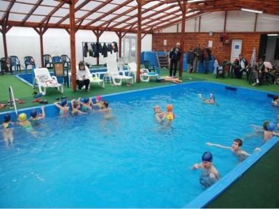 Vacanță cu bălăceală în ape termale, dulci și sărate, la piscină interioară, masaj terapeutic, două mese pe zi la Ocna Șugatag, Maramureș. Variantele cu 3 - 6 nopți.
