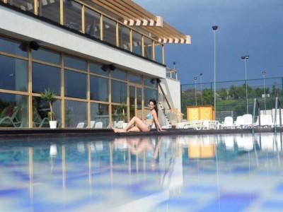 """""""Inspira energie. Respira lifestyle."""" La Forest Retreat & Spa Măciuca - Vâlcea. Alinturi la cel mai nou Spa din România - pentru răsfățul trupului și al minții răsfăț. Variantele cu 2-5 nopți de cazare și 2 mese pe zi."""