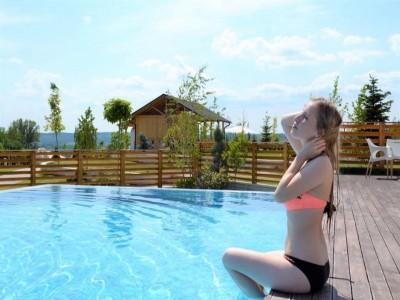 """""""Inspira energie. Respira lifestyle."""" La Forest Retreat & Spa Măciuca - Vâlcea. Cele 3 pachete de alinturi de la cel mai nou Spa din România - pentru răsfățul trupului și al minții răsfăț. Te invită Vâlcea!"""