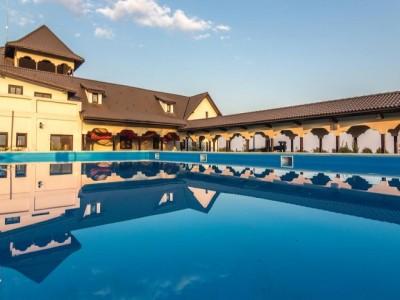 Vizită la Conacul din Ceptura, cu plimbare prin vie, 2 mese pe zi și o degustare de 5 vinuri, alături de brânzeturi fine. Odihnă la piscină și în jacuzzi outdoor. Cu 1-3 nopți de cazare boierească. Te invită Prahova!