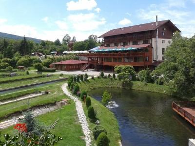 Minivacanța de 1 Decembrie 2018 la Păstrăvăria Albota, Sibiu: 4 zile si 3 nopți cu demipensiune, concurs de pescuit și de tir între familii, foc de tabără, excursie la fermă și la mănăstire.