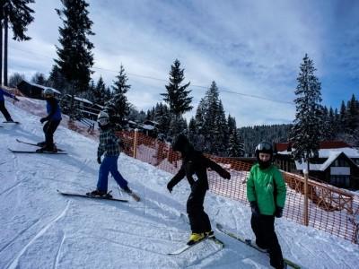Aventuri în Munții Harghitei, la Băile Homorod: pârtie de schi inclusiv pentru copii, răsfăț la SPA cu piscină interioară, gastronomie secuiască premium și un masaj pentru fiecare adult. Variantele de 2-5 nopți, cu 2 ospețe pe zi. Te invită Harghita!