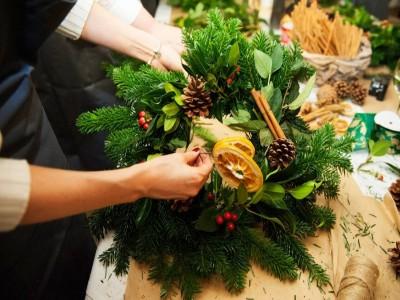 Ateliere florale interactive pentru decembrie: Aranjamente florale de Crăciun - în 20 si 22 decembrie