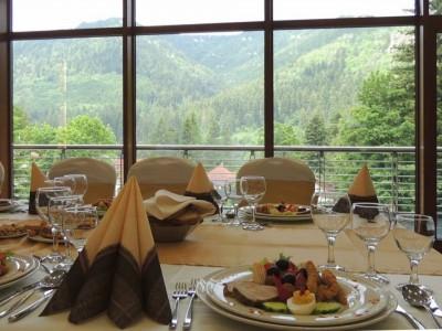 Paște la Tușnad, Hotel Ozone 4*, 4 zile cu 3 nopți de cazare, 3 mese pe zi și relaxare la centrul SPA, concursuri pentru copii și părinți