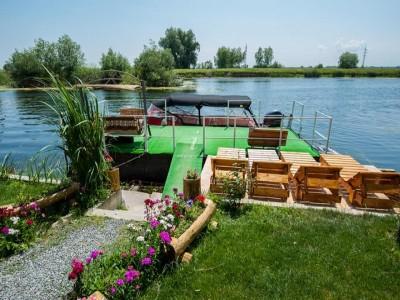 Degustă Delta Dunării! Traseu culinar cu degustări la localnici din Mila 23, plimbări cu lotca, ture de vâslit, lecție de pescuit pe canale, lecție de gastronomie.  Variantele de 3-6 nopți, cu 3 ospețe deltaice pe zi!