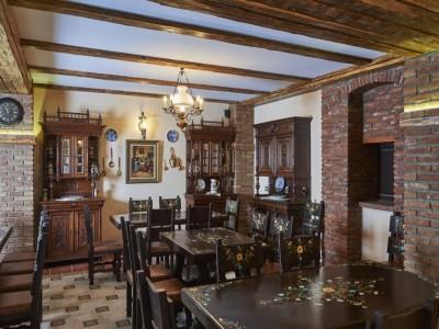Petrecere de Centenar la Resortul Ambient 5* din Cristian Brașov: 2 sau 3 nopți de cazare premium, cu mic dejun, leneveală la piscină interioară + un mare ospăț tradițional cu ciolan rotisat și gulaș la ceaun. Muzică și voie bună!