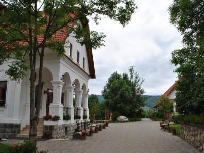 Revelion 2020 la Conacul Secuiesc din Colțești, Alba: 3 zile cu 2 nopți de cazare, un recital gastronomic secuiesc, într-un splendid cadru natural, aproape de Piatra Secuiului. Trăiește-ți viața!