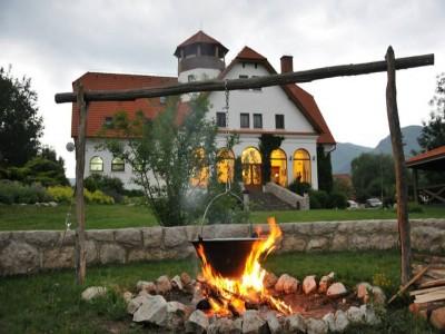 Escapadă gourmet la Conacul Secuiesc din Colțești, Alba. Variantele cu 2-5 nopți, 2 ospețe pe zi, plimbare în aerul tare al munților
