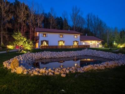 Evadare într-o oază de liniște, unde somnul este experiența supremă. Variantele cu 2-5 nopți, cu mic dejun slow food și câte un masaj binefăcător. Relaxare la piscină interioară.