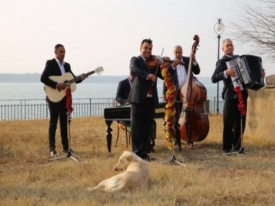 """Paște boem la Dunăre, în Portul Cultural """"La Cetate"""", cu ospețe boierești și vinuri fine, 3 nopți cu 2 ospețe gourmet pe zi. Și un picuț de petrecere cu lăutari."""