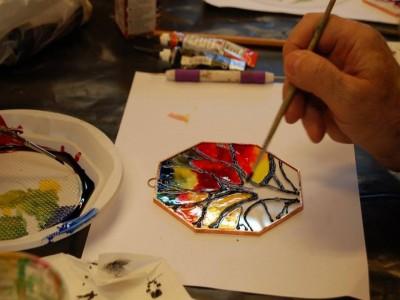În 13 februarie 2019, descoperă lumea picturii pe sticlă printr-un atelier în București!