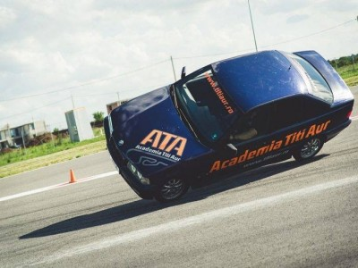 Varianta supremă! Experiența EVO Rally - simulator răsturnare și impact + conducere mașină cu două volane + conducere mașină cu roţi libere + mers cu mașina pe două roți + pilotaj 8 ture Renault Megane GT + pilotaj 8 ture Audi RS4 + copilot în Mitsubishi