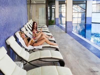 Minivacanța de Paște la Hilton Sighișoara, variantele cu 2 sau 3 nopți de cazare. Relaxare la piscină interioară, 2 mese pe zi, tur ghidat al Cetății, vizită la fabrică de ceramică.