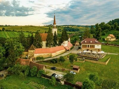 Minivacanță de Crăciun la Criț - Brașov, în satul cel mai iubit de sași. Petrecere cu taraf de muzică populară, plimbare cu căruța și vizită la bisericile fortificate din jur, chiar și un concert de orgă.