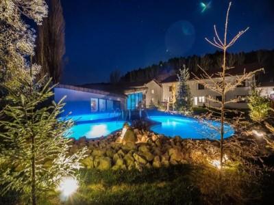Revelion de lux la Wolkendorf Bio Hotel, Vulcan, Brașov: variantele cu 4 sau 5 nopți, 3 mese pe zi, relaxare la piscină interioară și exterioară încălzite, cinema și petrecere pentru copii, foc de tabără cu berbecuț la proțap