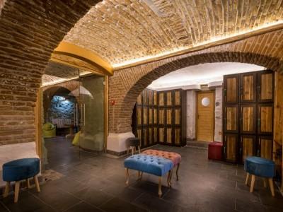 Escapadă la Castelul Daniel, 2 - 4 nopți cu două mese pe zi, relaxare la Cellarium Slow Down Spa și o vizită la meșterul fierar. Opțional - masaj în cameră și plimbare cu căruța/sania trasă de cai. Te invită Covasna!