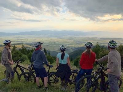 Ture cu biciclete electrice în Carpații Orientali
