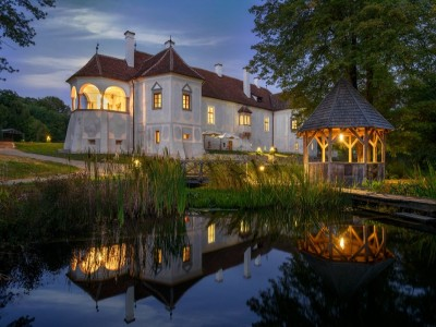 Trei pachete de vacanță pe domeniul Contelui Kalnoky la Micloșoara, Covasna: o zi de sâmbătă, un weekend și o săptămână. Gustă farmecul Transilvaniei nobiliare!