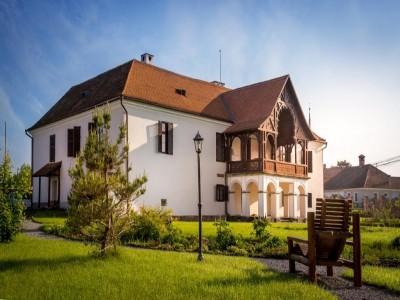 Paște 2020 la Castelul Daniel 4* din Tălișoara, Covasna: demipensiune, Cină Festivă, odihnă la Cellarium Slow Down Spa, drumeție ghidată prin munți cu picnic în natură, atelier de pictură pentru copii