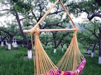 """""""O săptămână de iubire în Bucovina"""", la Gura Humorului: culcuș de lux, cu mic dejun la pat, meniuri bio, relaxare la piscină, flori, ciocolată și lichioruri fine, plimbare cu sania trasă de cai! Și filme cu final fericit...:) !"""