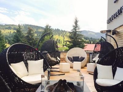 Vacanță în Țara Dornelor: 2-7 nopți cazare premium, 2 mese/zi, plimbare călare prin munți sau cu Mocănița Huțulca, ședință de bird watching, degustare de ape minerale locale, tur ghidat prin satul muzeu Ciocănești