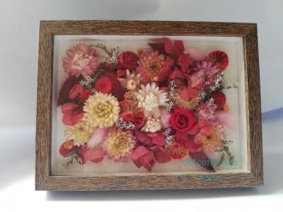 Evadează din cotidian la ateliere florale, vezi ce ți-am pregătit : Atelier de ziua Mamei, Kokedama, terariu cu plante suculente, Buchet de floral de mai, aranjament floral de sezon.
