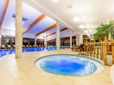 Degustă Maramureșul - varianta premium. Vacanță în Maramureșul istoric, cazare la pensiune premium 5*, relaxare la piscină interioară generoasă + plimbare cu Mocănița și un prânz în pădure. Variantele cu 2-6 nopți.